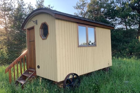 Gute Shepard's Hut with a Organic Farm Escape