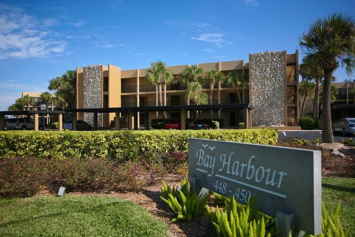 Enjoy gorgeous Sarasota Bay views from this amazing condo in Bay Harbour! LBK12
