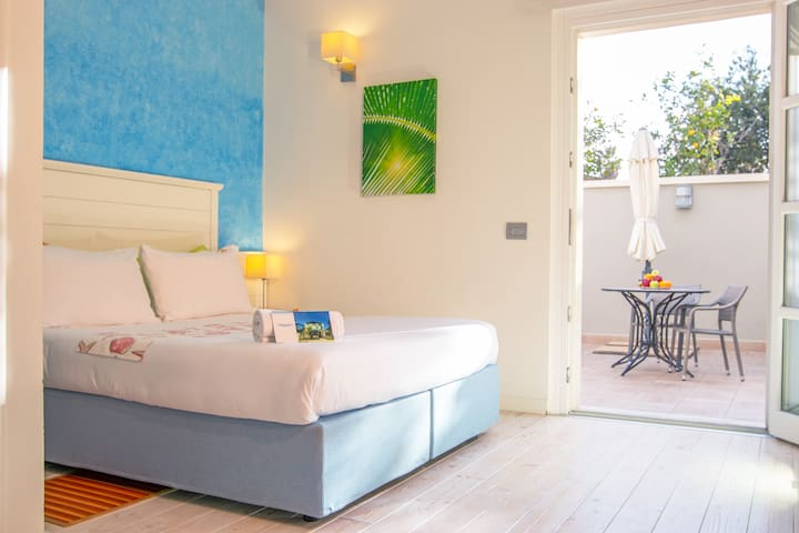 Triple Room with Private Bathroom on the Seafront