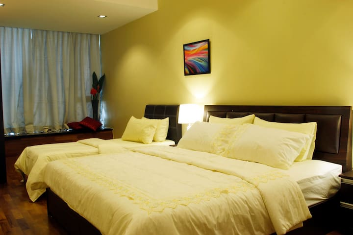 Superior Family(1 Single,1 Double)-Shared Bathroom - George Town - Apartment
