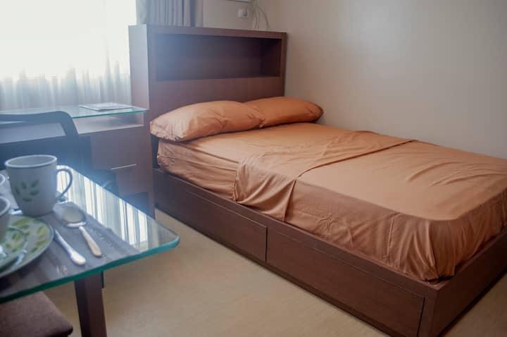 Iloilo Azure Place ( Room 2)