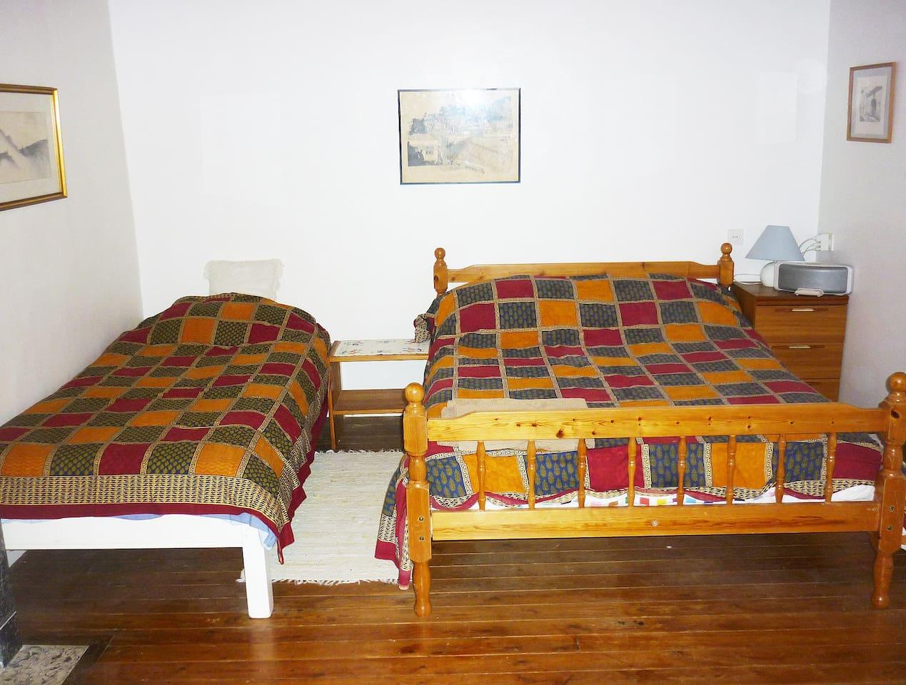 Family room  /  Chambre de famille