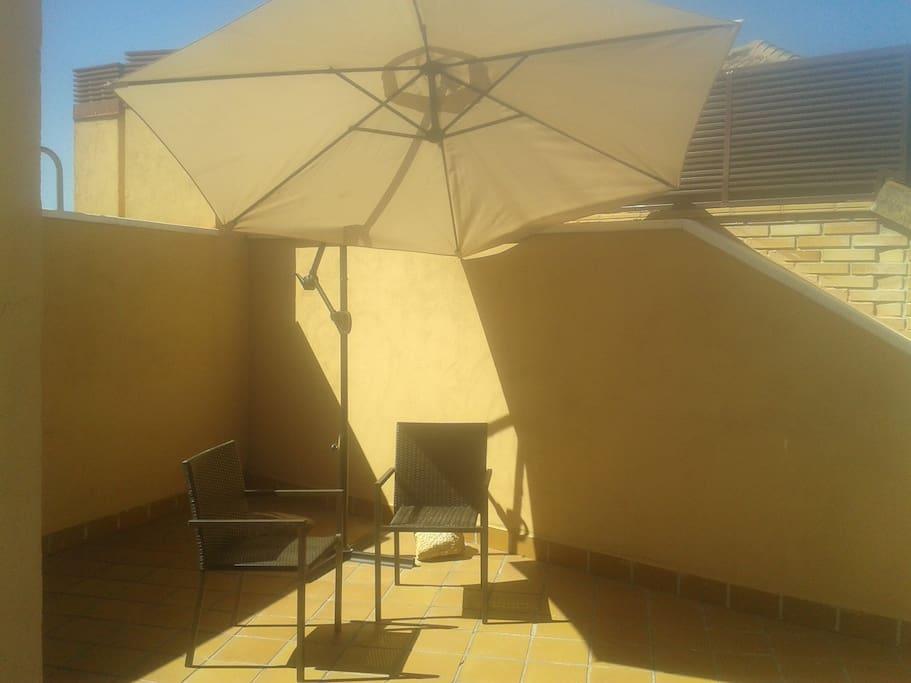Piso con terraza tico con vistas a la pedriza louer for Pisos con terraza madrid