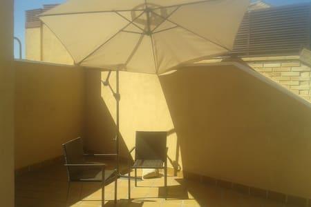 Piso con terraza ático con vistas a la Pedriza - Manzanares el Real - Andere