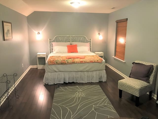 Huge Private Room in Great Location - Asheville - Casa