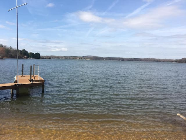 Lake Wylie Getaway! Boating/swimming/fishing/sand! - Charlotte