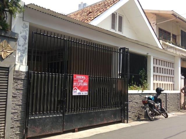 Di Kontrakan Rumah Cikini, Kramat, Jakarta Pusat