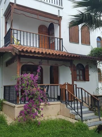 Burhaniye Pelitköy sahil yazlık ev aylık 9.000 tl.