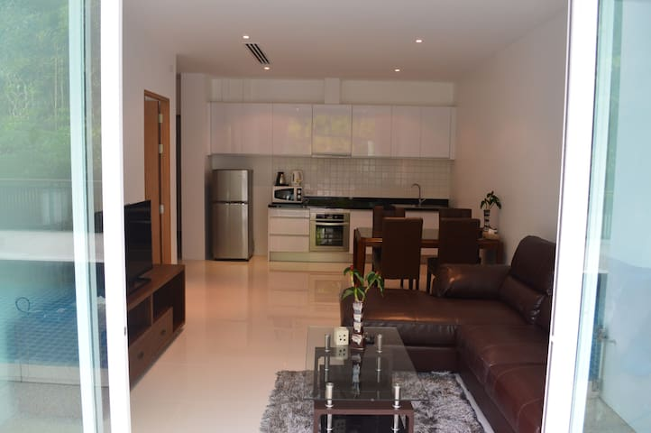 Spacious 1 bedroom apartment with Pool Access