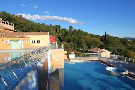 Grnd flr 2 bed apt, terrace, pools - Callian - Apartamento
