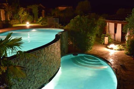 VILLA BORGO - villetta con piscina vicino al mare