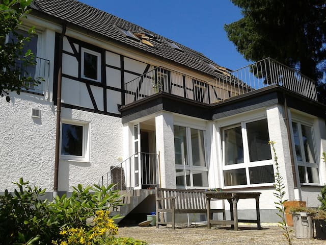 Small but cozy cottage apartment - Bergisch Gladbach - Huis
