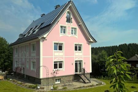 Villa Ruth für 4 Personen 5-Sterne - Reichshof - Wohnung
