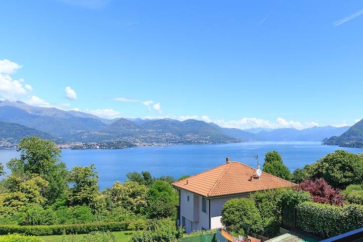 Villa con incredibile vista lago e ampio giardino