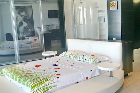 Trendy apartment GRACE in Most City. River views - Dnipropetrovs'k - Apartment