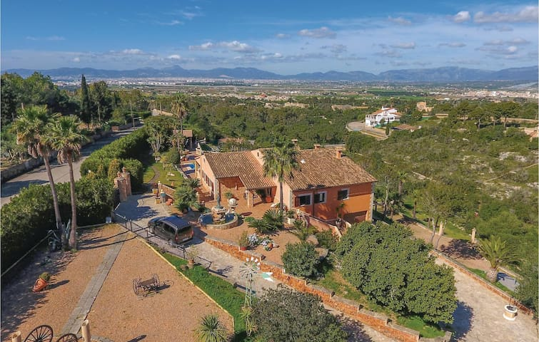 Holiday cottage with 5 bedrooms on 235 m² in S'Aranjassa Palma