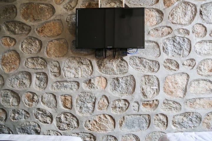 慕田峪长城望山园石头墙家庭房 - Beijing - House