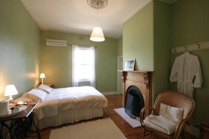 Corinella Country House - Kyneton - Bed & Breakfast
