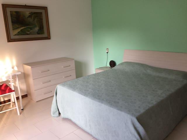 Camera matrimoniale con bagno privato 10 min. mare