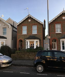 Cosy room, Victorian house, easy access to London - Kingston upon Thames