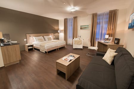 Old Town Bed & Breakfast - Standard Double Room - České Budějovice - Bed & Breakfast