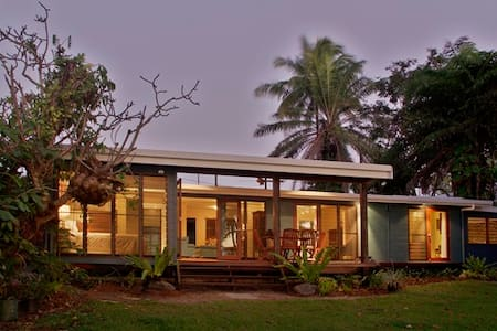 Amazing views across the Coral Sea to Port Douglas, Snapper Island and Low Isles, 4 Bedroom, 3 Bathroom, Private Pool, Absolute Beachfront.