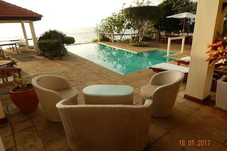 VIPINGO BEACH VILLA - Kikambala - บ้าน
