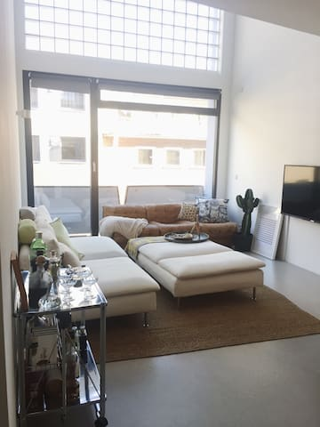 Central Design Loft w/ Cathedral View + Terrace - Colonia - Loft