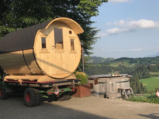 """Wohnfass auf Schilter, beim Bauernhaus """"Sunnsite"""""""