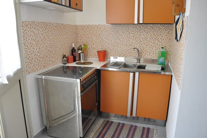 Fully furnished kitchen with a terrace!