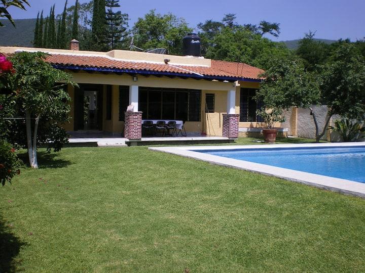 Casa con Jardín y Alberca (15 personas)