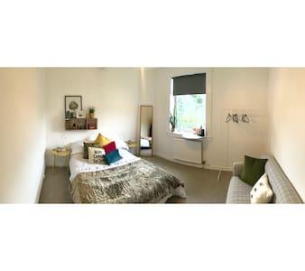 Stylish private room close to city centre