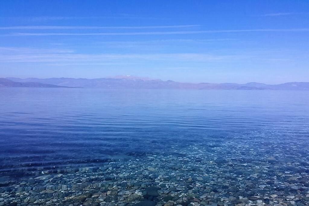 Απέραντο γαλάζιο σε λίγα μόλις βήματα