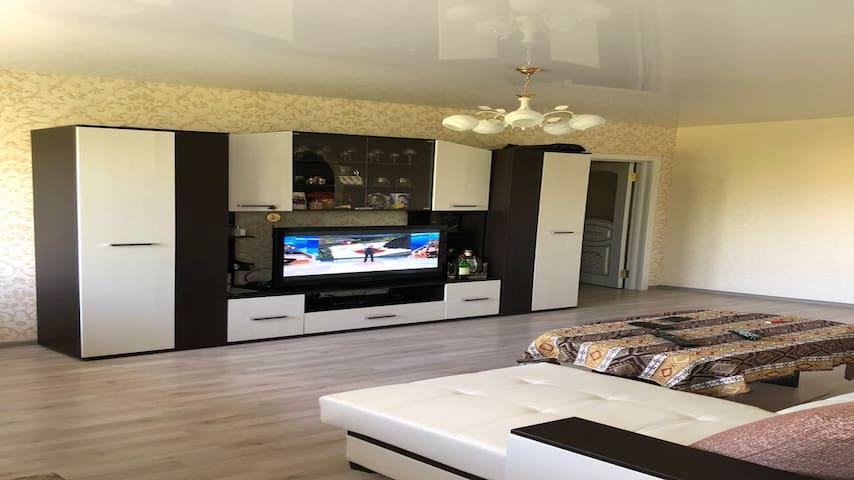 Luxurious Apartment near garden
