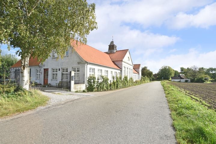 Beautiful manorhouse close to beach - Faxe Ladeplads