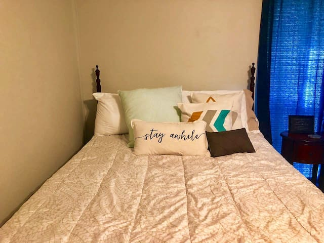 Cozy Room in South Nashville (15 min from airport)