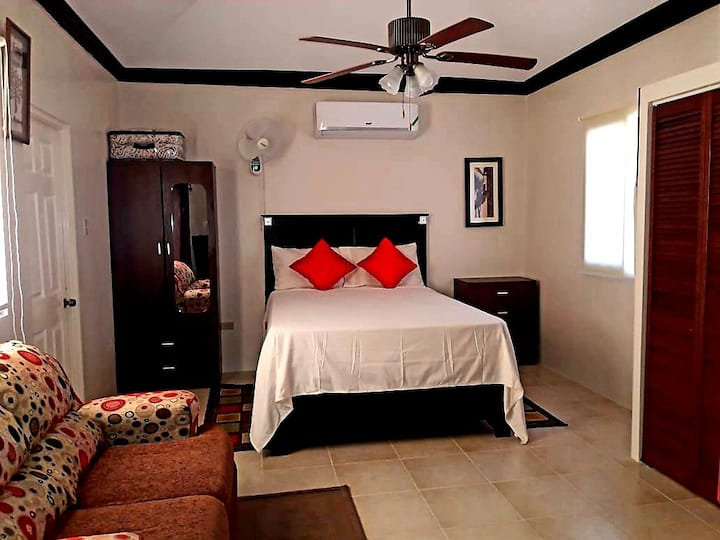 Lovely Irie Getaway-Near MoBay, Ochi & Attractions