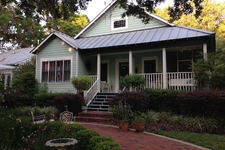 Enchanting cottage near downtown - Mount Dora