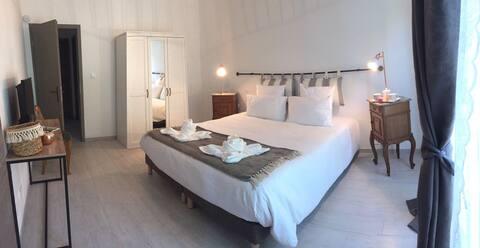Chambre dans mas provençal, piscine, jardin