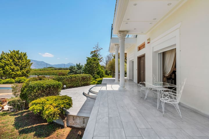 Lavish Villa in Archaia Korinthos with Swimming Pool