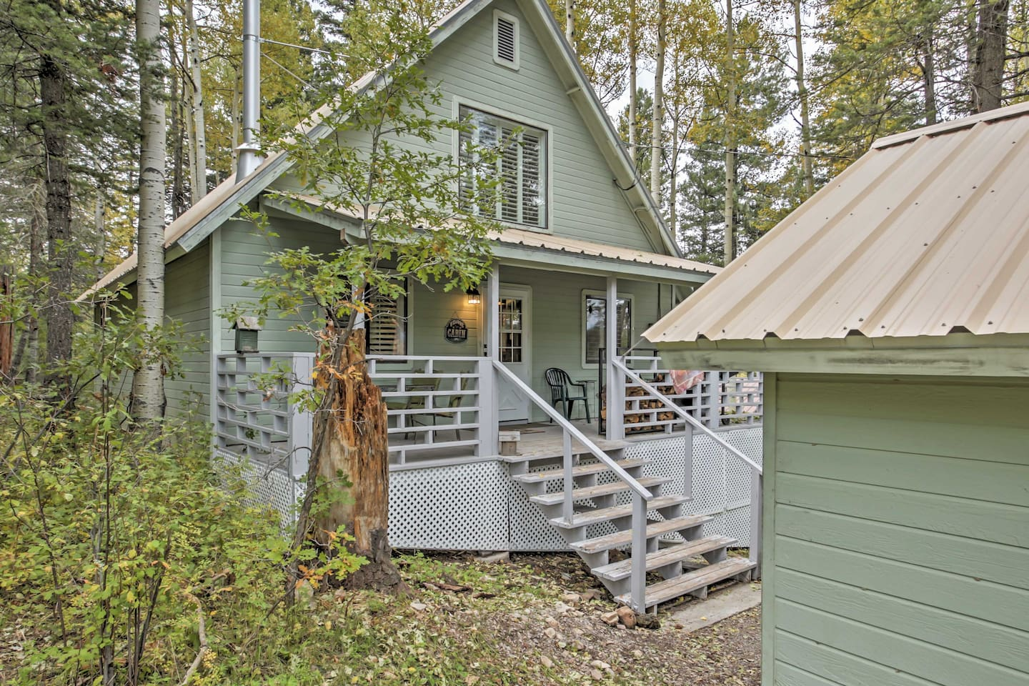 Find peaceful surroundings at this extraordinary Cloudcroft vacation rental cabin!