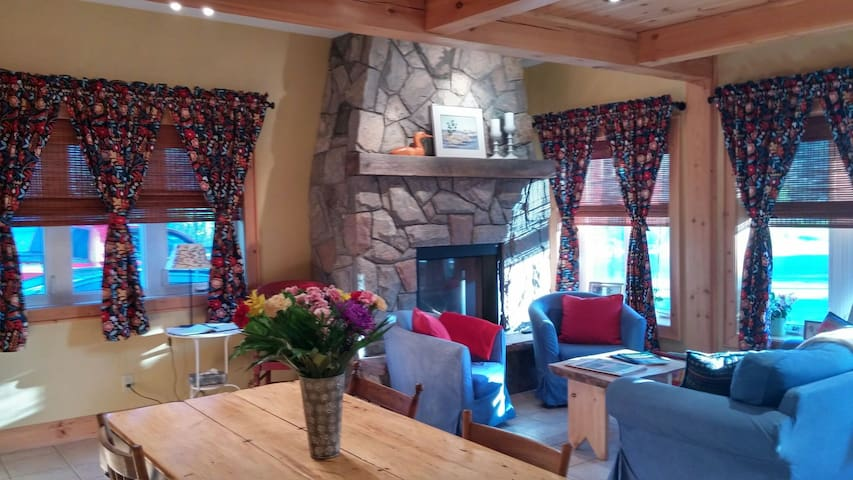 Cozy historic village cottage - Rosseau - Cabin