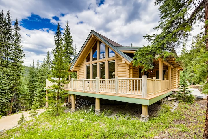 Charming Cabin w/ Hot Tub, Near Breckenridge