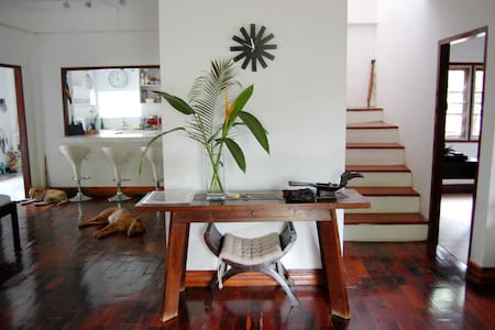 The Jungalow - Tropical Modern Simplistic Beauty - Vientiane - House