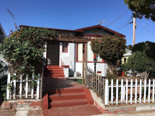 House Near Uc Berkeley 4 Beds Houses For Rent In Oakland California United States
