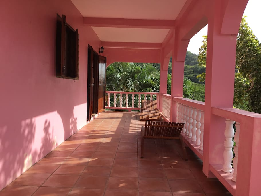 Flamingo apartment big pink cherry hill carriacou for Boutique hotel martinique