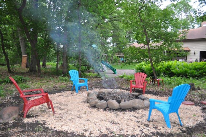 Hidden Oaks Cottage Retreat - Prior Lake - Pousada