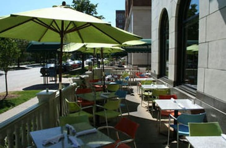 Outdoor Patio seating at The Knick restaurant