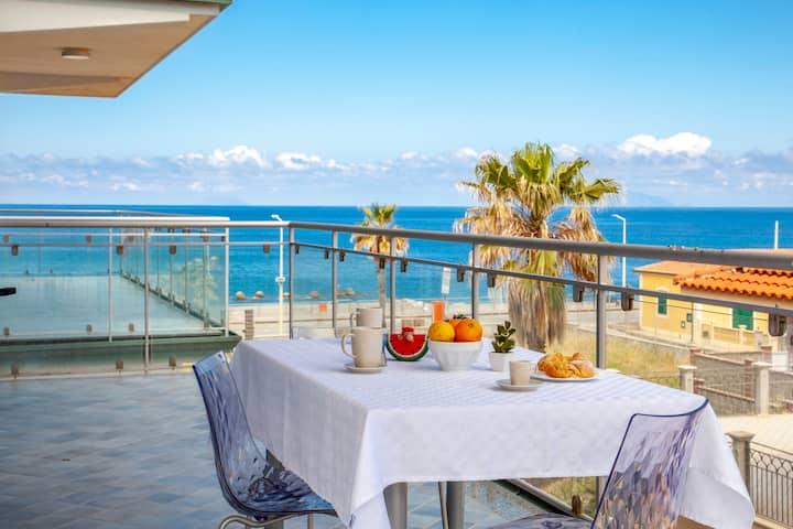 """Pistacchio"" -  lateral sea view apartment"