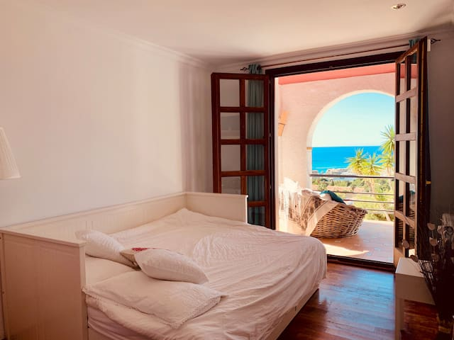 Cosy suite with sea view and pool in Sitges